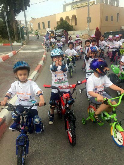 ילדי גן הציפורים בערערה על האופניים