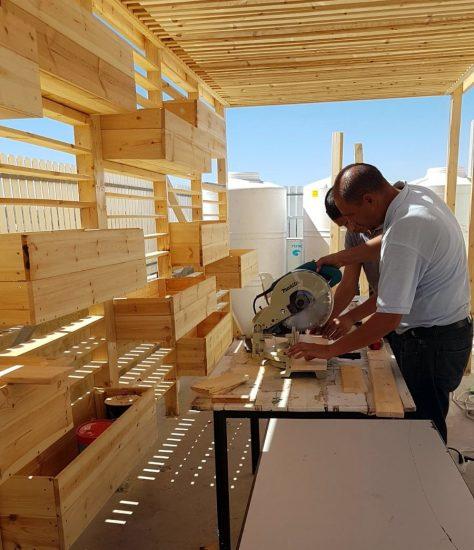 בניית חממת עץ לבית הספר