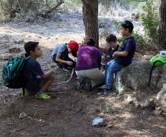 ילדים ביער מדברים