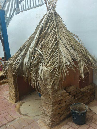 בית מצופה בוץ בגן הילדים