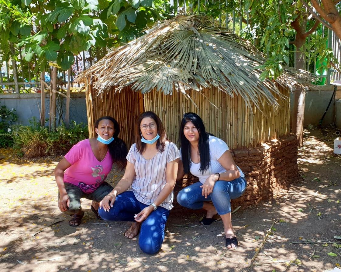 בניית בקתה אתיופית בגן