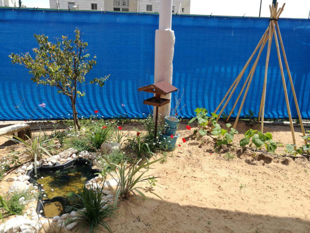 התחלת השינוי בחצר של גן פז בנתניה